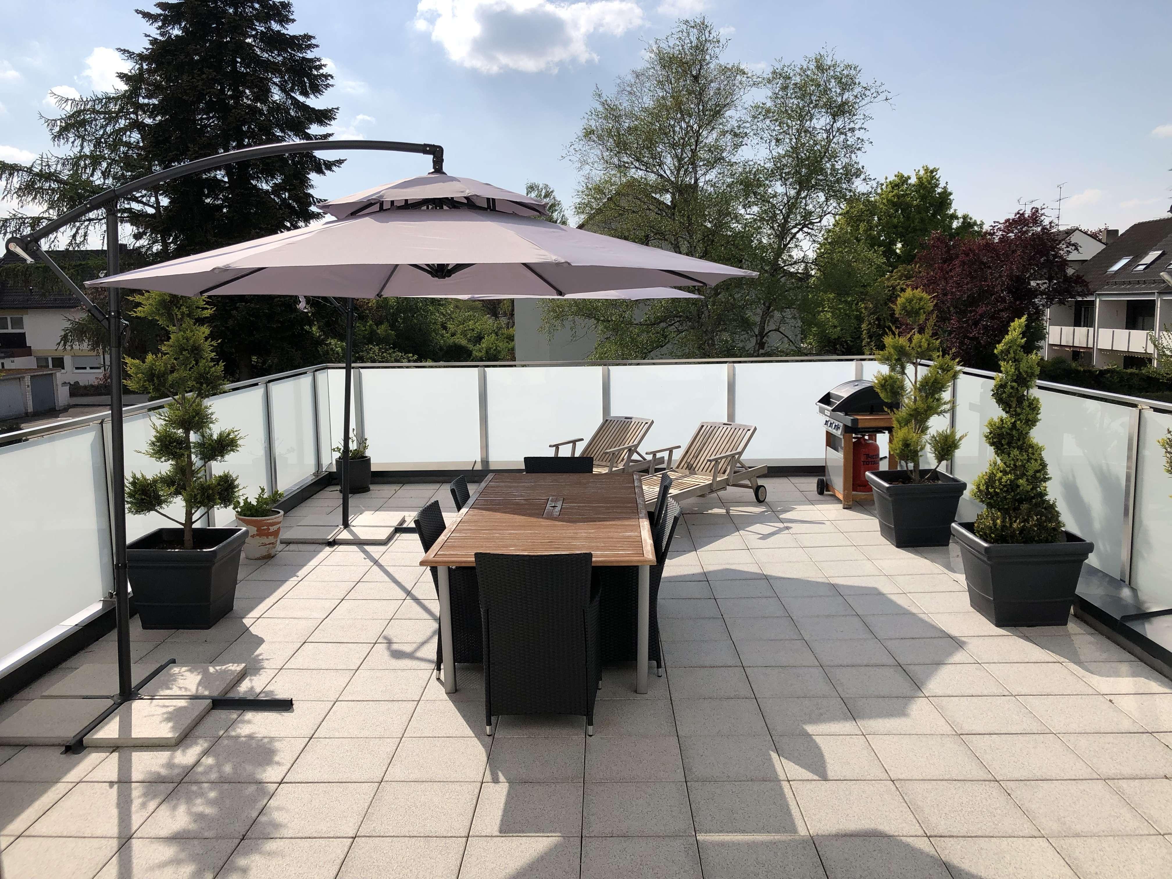 Helle und luxuriöse 4-Zimmer Dachterrassenwohnung in TOP-LAGE Baldham!