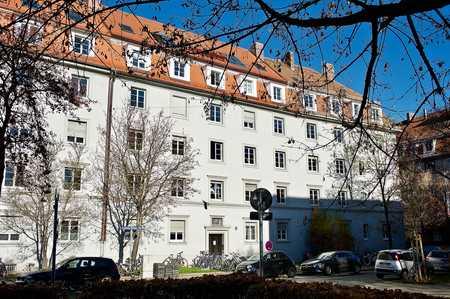 Sehr schöne, TOP sanierte 3-Zimmer-Altbauwohnung mit Balkon. Beste ruhige Lage in München – Laim. in Laim (München)