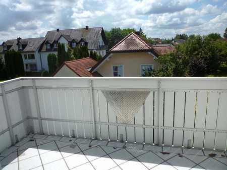 Ch.Schülke-Immobilien; Gut geschnittene 3-Zi-DG-Wohnung mit Balkon in Moosburg an der Isar
