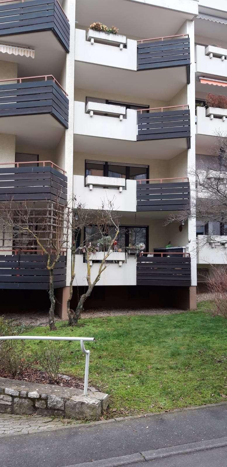SOFORT FREI: Ruhige gut geschnittene 2 Zimmer Wohnung mit separater Küche , Kaltmiete 890 €, 81 m² in Frauenland (Würzburg)