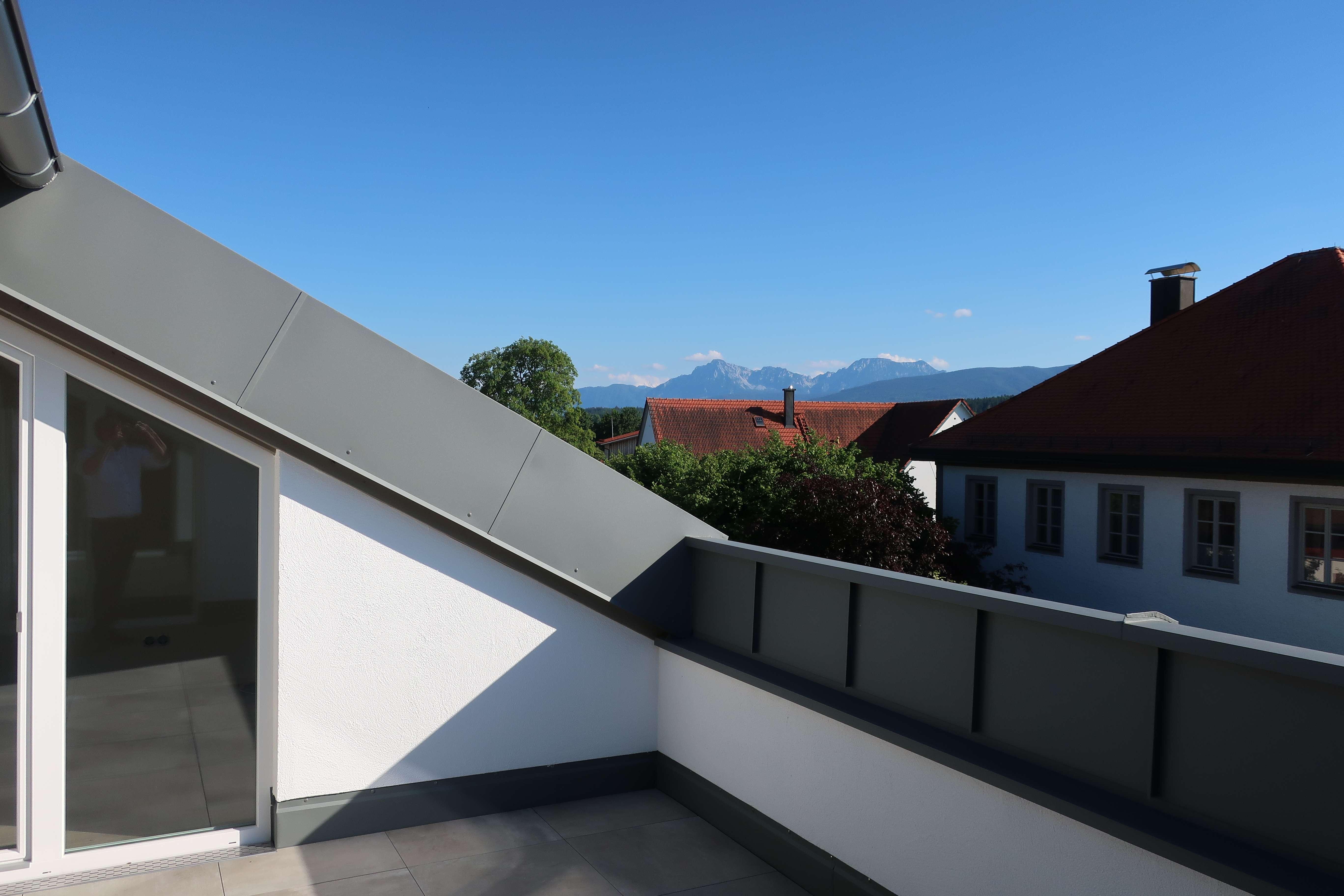 Erstbezug: Traumhafte 2-Zimmer-Dachgeschosswohnung mit Balkon/Loggia in Petting in