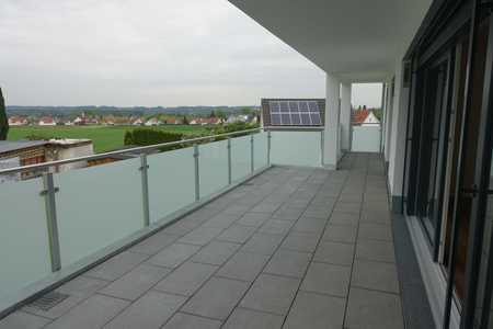 Lichtdurchflutete, exklusive, neuwertige 3-Zimmer-Wohnung mit Balkon und Einbauküche in Weißenhorn