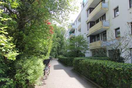 Unterföhring - Helle 2 Zimmer Wohnung mit Balkon und Einbauküche in Bogenhausen (München)