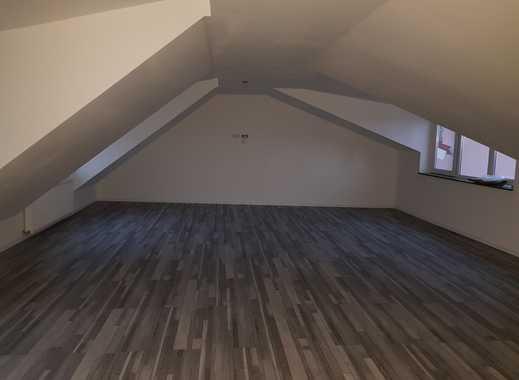 Richtig Großzügig wohnen - 150 qm auf 4,5 Zimmer mit Balkon - Gut für Wohngemeinschaft geeignet !