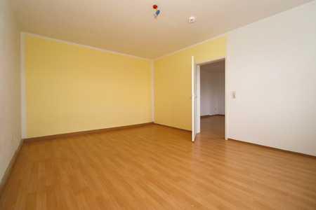 ** Hübsche 2-Zimmer Wohnung mit Einbauküche! ** in Hof-Innenstadt