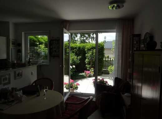Schöne, geräumige zwei Zimmer Terassenwohnung, nah am Rhein