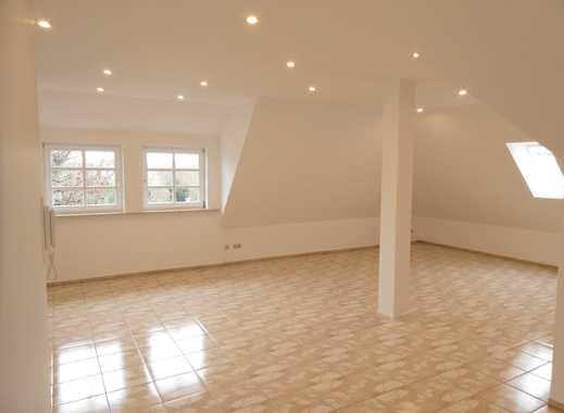 Großzügige 2,5-Zimmer Dachgeschosswohnung mit Balkon und EBK in Karben – Okarben