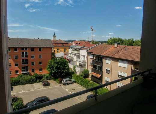 Vollständig renovierte 3,5-Zimmer-Wohnung mit Balkon und EBK in Deggendorf