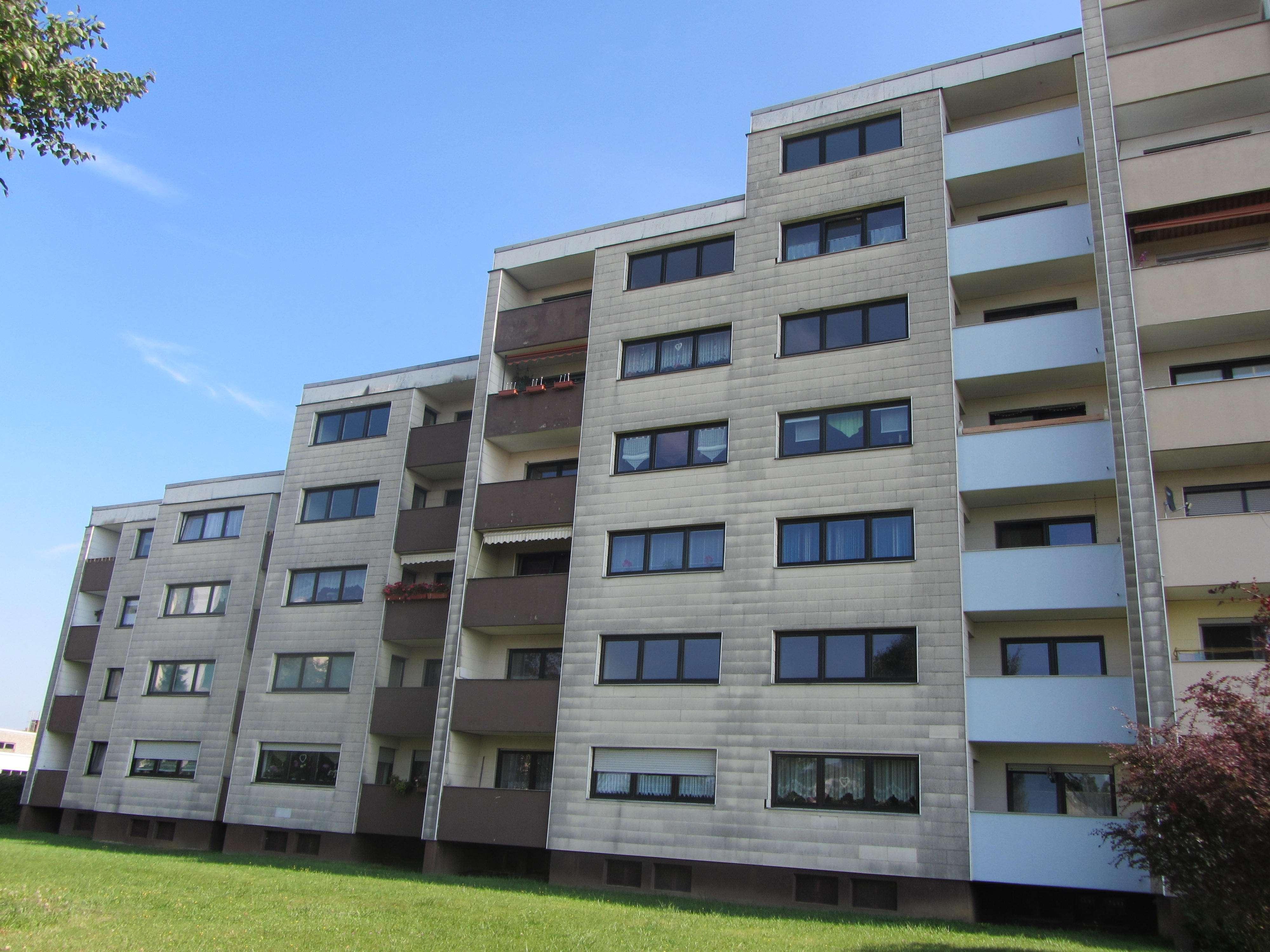 Helle, frisch renovierte 3-Zimmer Wohnung mit Balkon und neuem Bad in Mitterteich