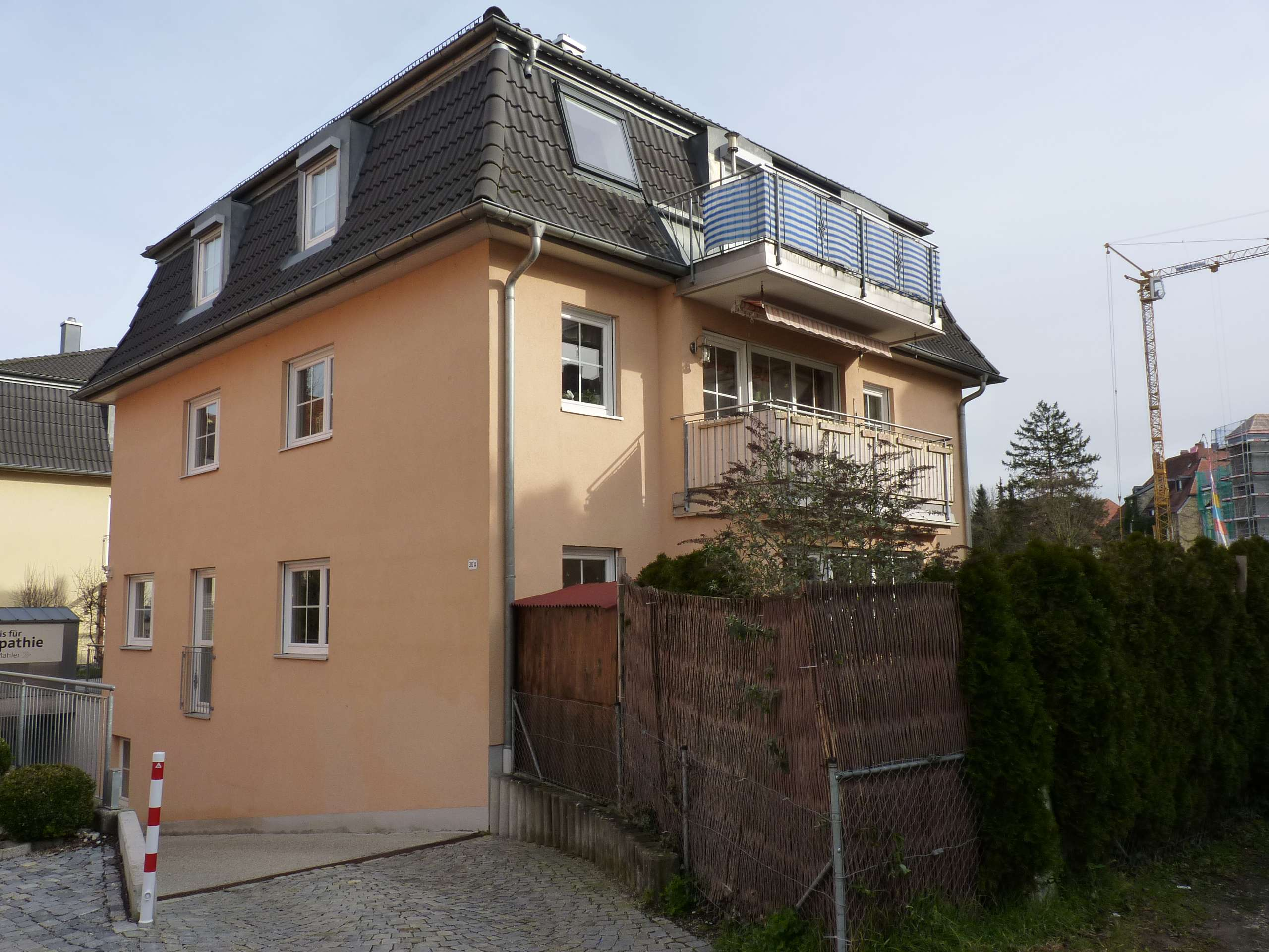 gepflegte 3-Zimmer Dachgeschosswohnung mit Balkon und TG in Nikola