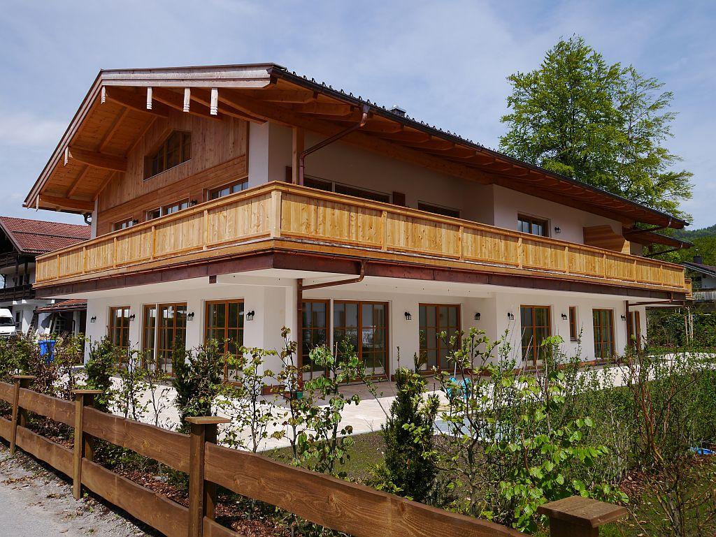 Exklusive Erdgeschoss-Wohnung mit Terrasse und Garten in Top Lage in Rottach-Egern
