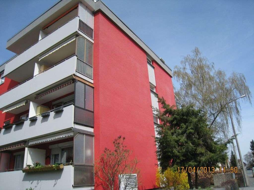 Stilvolle, modernisierte 2-Zimmer-Hochparterre-Wohnung mit Balkon und Einbauküche in Nürnberg