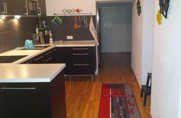 Sanierte 2,5-Zimmer-Wohnung bereits inklusive schöner Einbauküche, Marktbreit. Zentrale Lage am Main