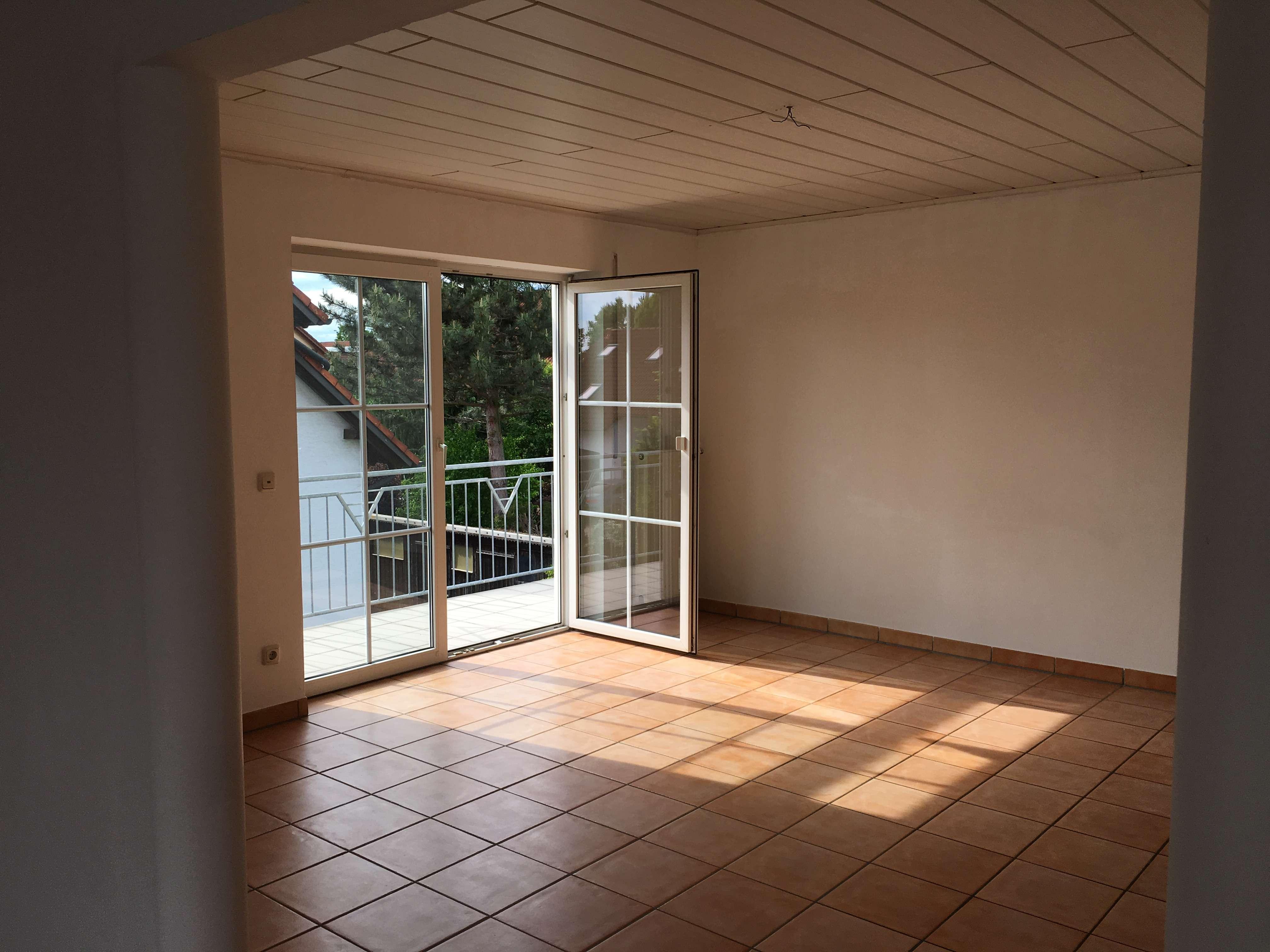 Neuwertige, helle, ruhige 4-Zimmer-Wohnung mit Balkon in Neustadt an der Donau in