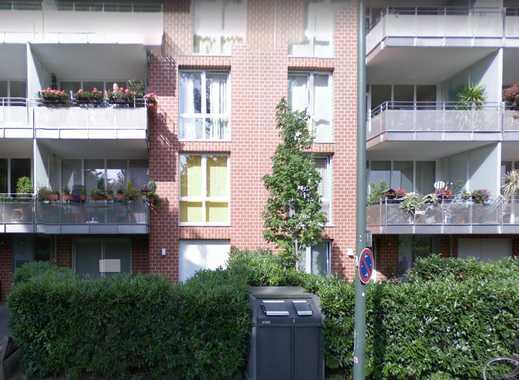 Exklusive, geräumige 2-Zimmer-DG-Wohnung mit Balkon und EBK, Düsseldorf