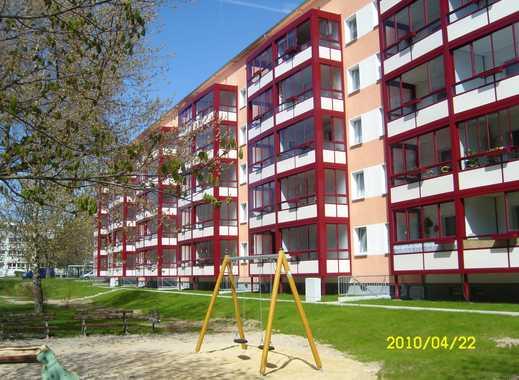 3-Raum-Wohnung in der grünen Waldsiedlung mit großer Loggia!