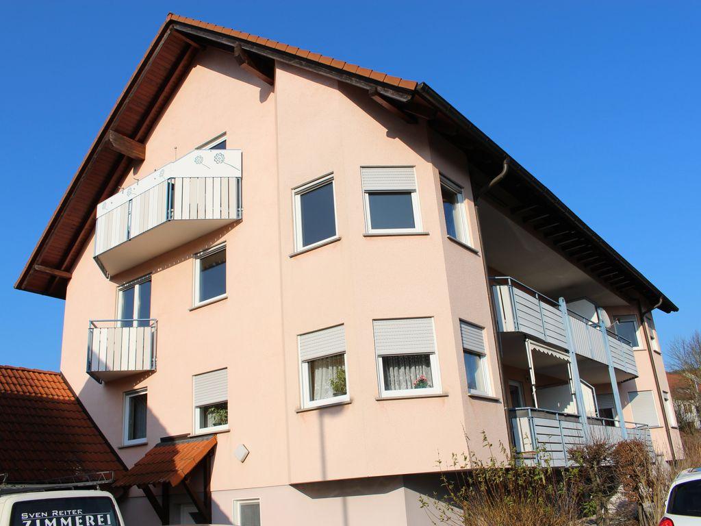 Hausansicht (1.OG-2 Balkone)