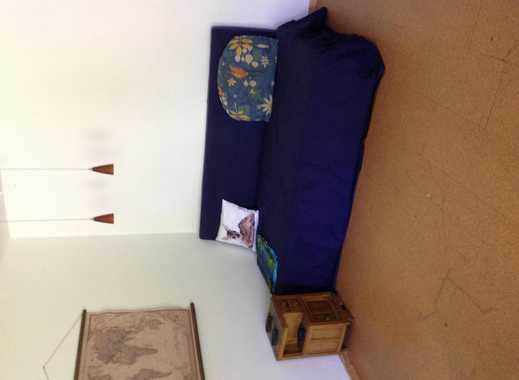 Großes Zimmer mit Gartenausgang in großer Wohnung
