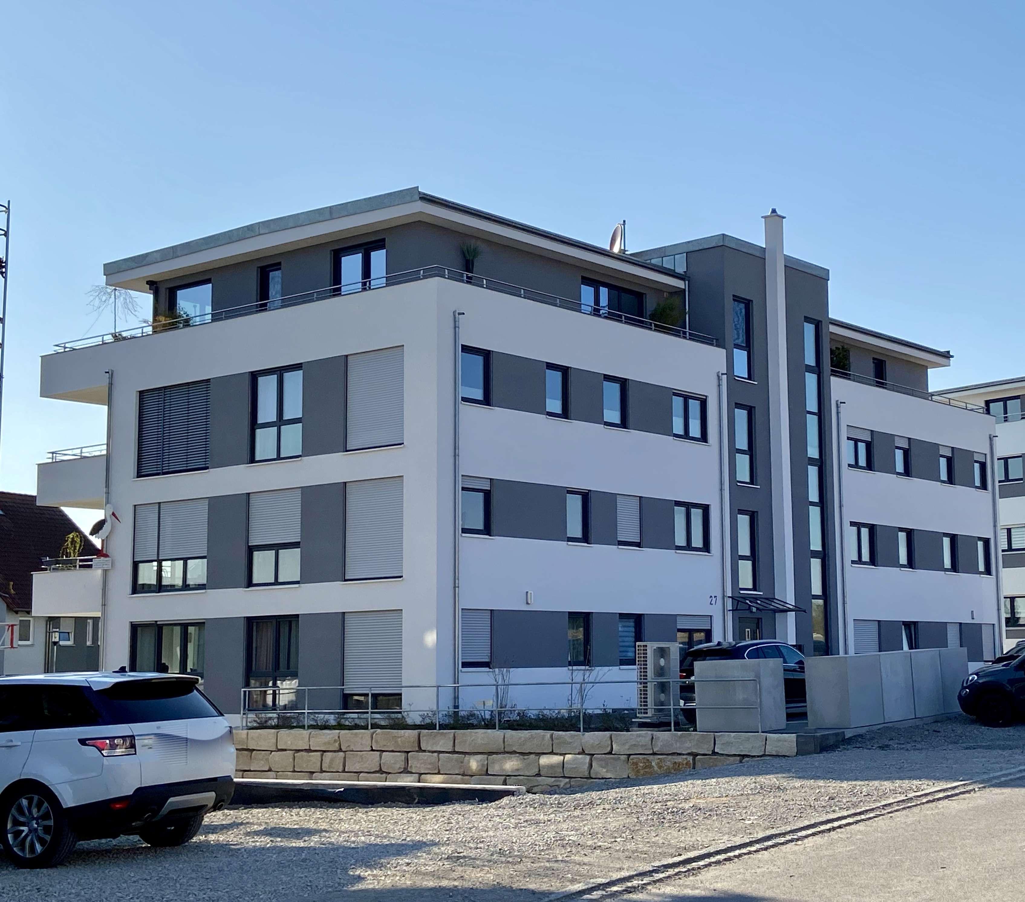Neuwertige Wohnung mit drei Zimmern sowie Balkon und Luxus Einbauküche in Rothenburg ob der Tauber in
