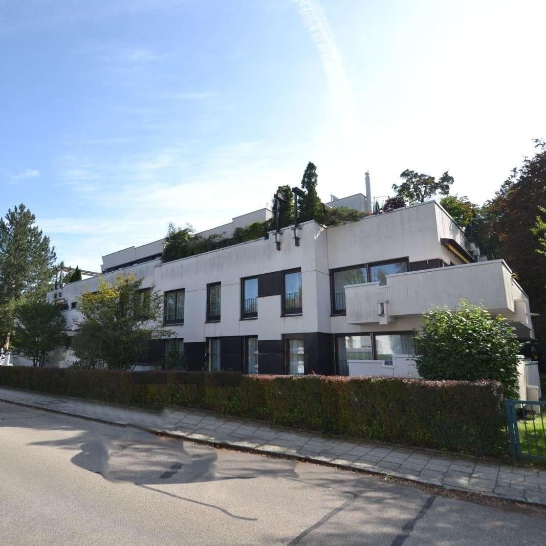 Sehr schöne hochwertige 3 Zi. Wohnung mit Pool & Sauna und großer Loggia in Solln in Solln (München)