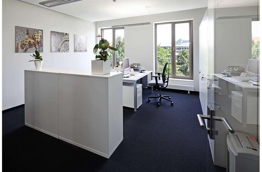 Büro (Beispiel)