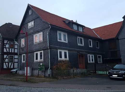 ländliches Wohnhaus mit Nebengebäuden