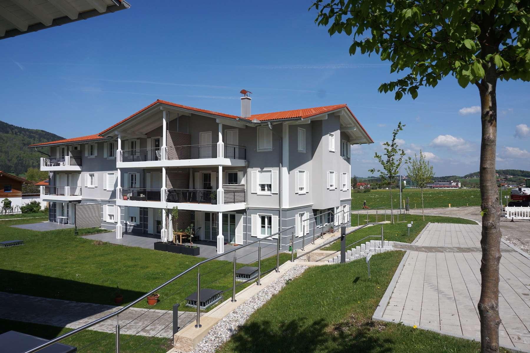 Stilvolle, neuwertige Dachgeschosswohnung mit Burgblick in Aschau im Chiemgau