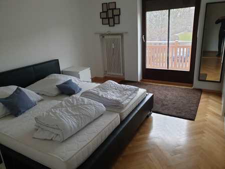 Helle, gepflegte 2,5-Zimmer-Wohnung mit Balkon und EBK in Unterhaching (möbliert) in Unterhaching
