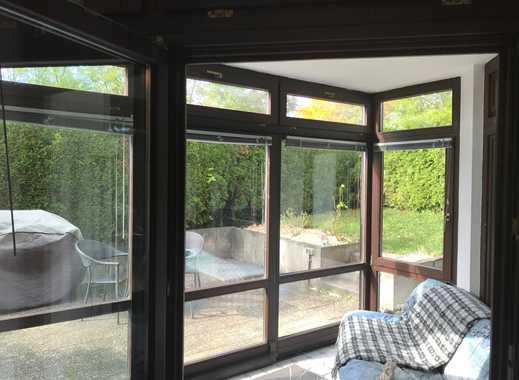 Elegante 2,5 Zimmerwohnung im Erdgeschoss. Wintergarten,Terrasse und Garten