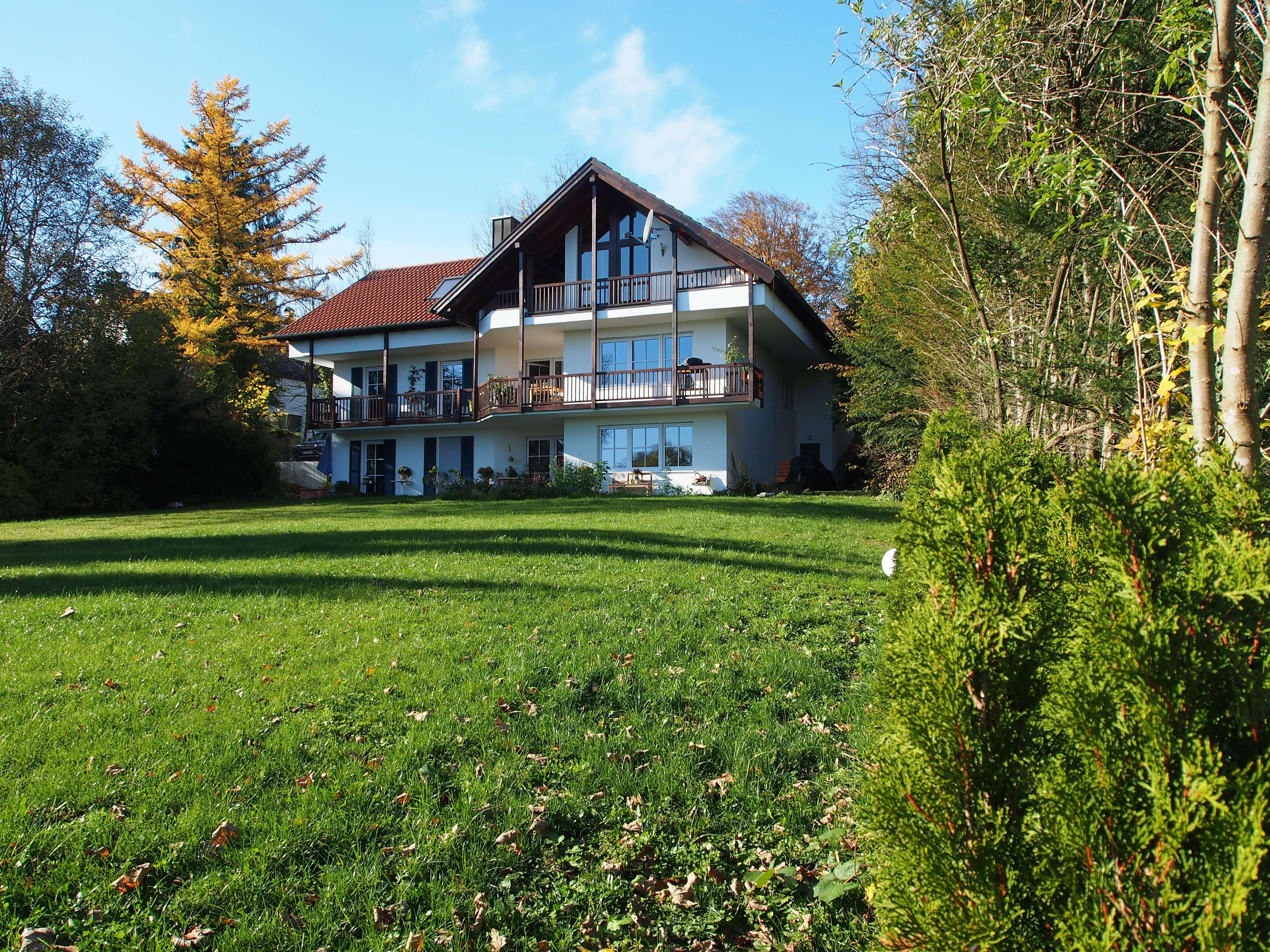 Traumhafte DG-Wohnung, 139 qm, Erstbezug nach vollst. Renovierung in Toplage von Feldafing in Feldafing (Starnberg)