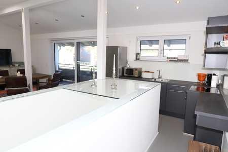 Traumhafte 2-Zi-Wohnung im Loftstil mit großem Balkon und gehobener Ausstattung zentral in Chieming in Chieming