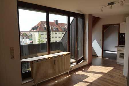Helle, ruhige 2-Zimmer-Dachgeschosswohnung mit Aufzug in Uni-Gehweite in Universitätsviertel (Augsburg)