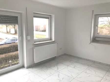 Erstbezug nach Sanierung: 2 Zimmer Wohnung im 1. OG in Obertraubling
