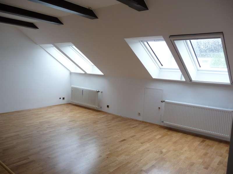 Bitte nur Email-Anfragen! Sehr helle 3-Zimmer-Dachgeschoss-Wohnung in ruhiger Lage von Zeitlarn in Zeitlarn