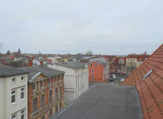 Großzügige Dachgeschosswohnung mit Dachterrasse und Einbauküche!