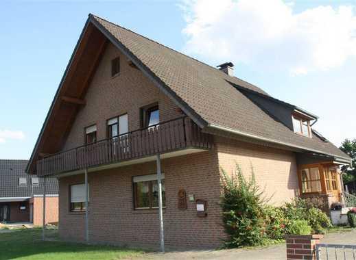 Geräumiges 7-Zi-EFH mit 2 EBK und Kachelofen mit Teilkeller+Gartenhaus+Garagenanlage in ruhiger Lage