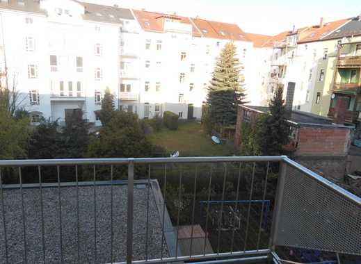**2-Raum Wohnung mit Einbauküche und Balkon**