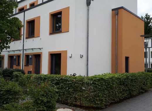 Moderne Doppelhaushälfte im grünen!