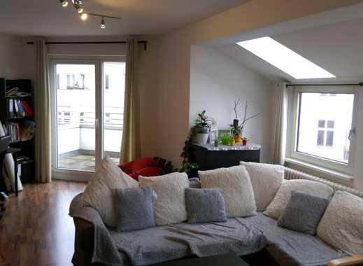 Attraktive 2-Zimmer-WBS Dachgeschosswohnung mit EBK und Balkon in Tiergarten, Berlin