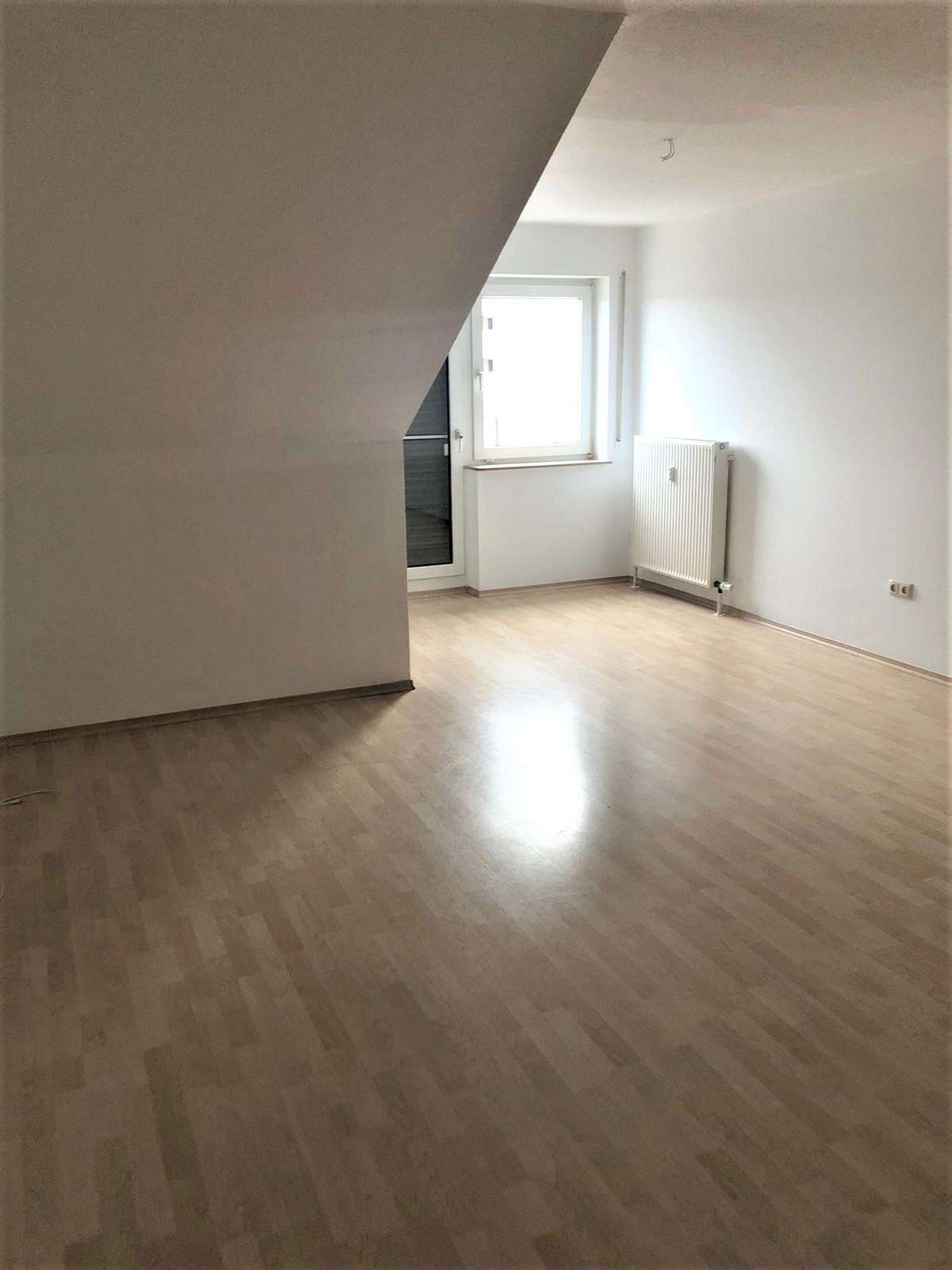 3-Zimmer-Dachgeschosswohnung mit Balkon/EBK in Rottendorf bei Würzburg in