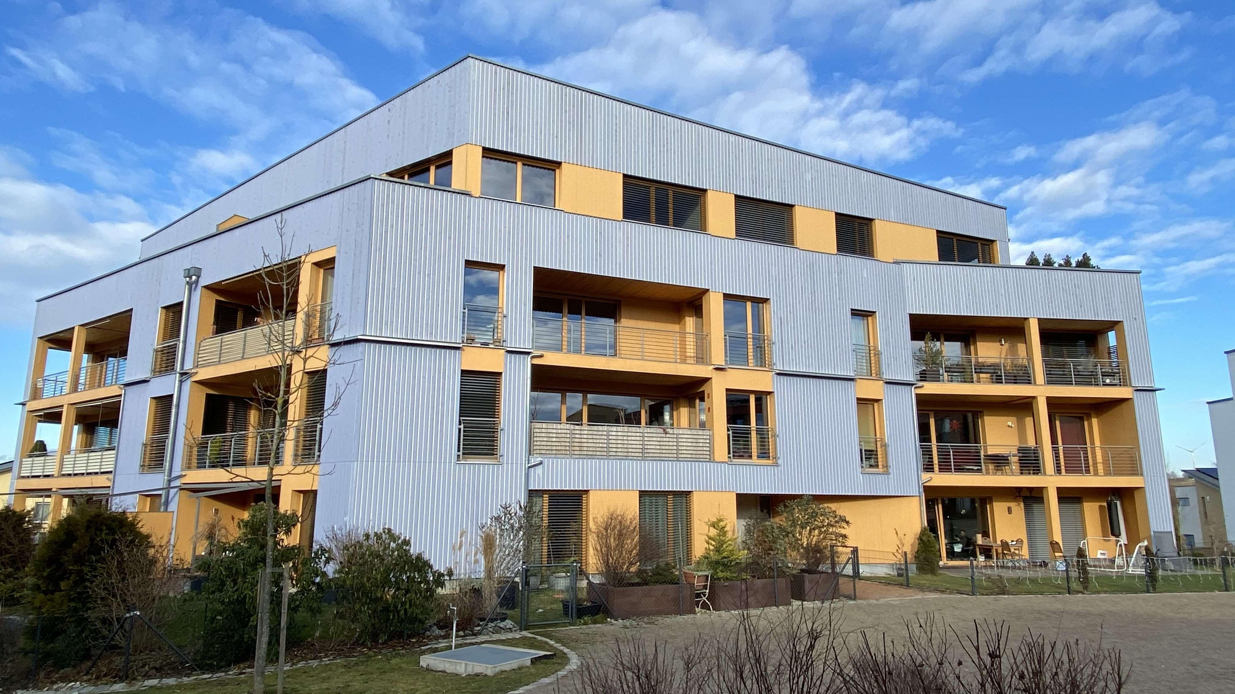 Tolle, neuwertige 2 ZKB in ökologischer Bauweise, großer überdachter Balkon, Pfaffenhofen/Ilm in