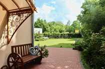 Stadtvilla mit gepflegtem Garten in