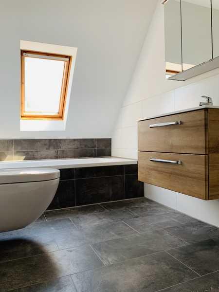 Frisch sanierte Dachwohnung mit 2 1/2 Zimmern, Ingolstadt Süd (Unsernherrn) in Südwest (Ingolstadt)