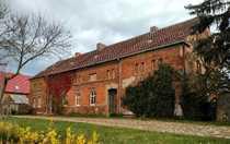 Stark sanierungsbedürftiges Bauernhaus mit Scheunenteil