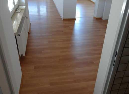 Schöne vier Zimmer Wohnung in Reutlingen (Kreis), Pfullingen