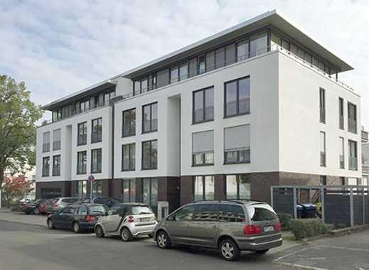 Stilvolle 4-Zimmer-Wohnung mit Balkon, Einbauküche, Badmöbel und Weinkühlschrank - Erstvermietung