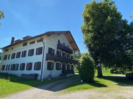 Hochwertige 5-Zi Landhauswohnung mit Wohnküche und Kaminöfen in Miesbach in Miesbach