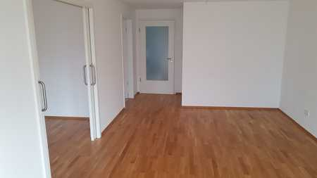 Neuwertige , Barierrefreie Wohnung mit drei Zimmern und Balkon in Schierling Nähe Regensburg (25km) in Schierling