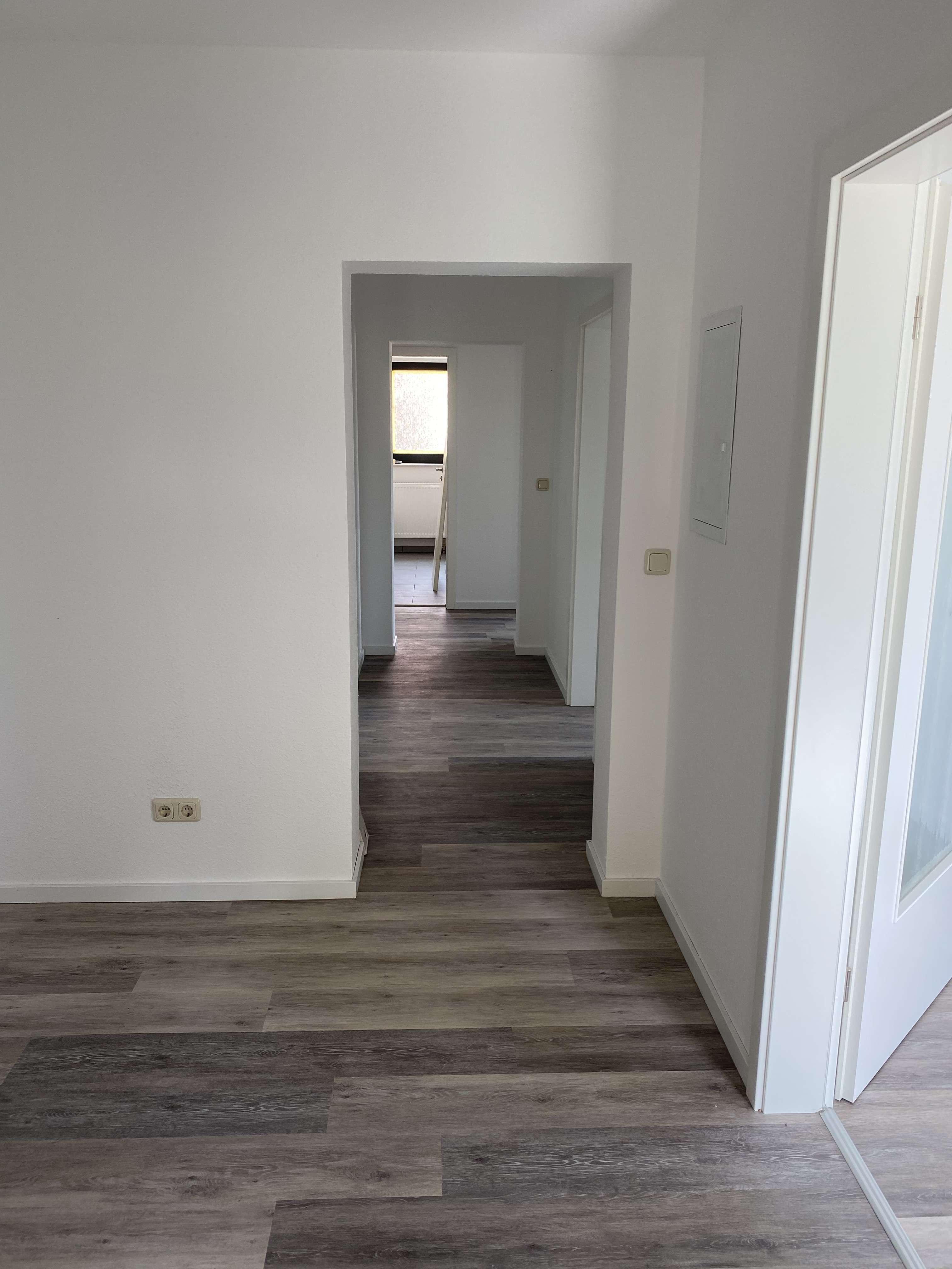 Erstbezug nach Sanierung: attraktive 4-Zimmer-Wohnung mit Balkon in Altertheim in