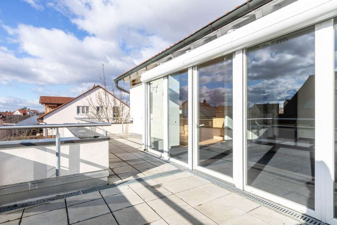 Generation Ü55 - Helle, seniorengerechte 2-Zimmer-Dachgeschosswohnung in Südost (Ingolstadt)